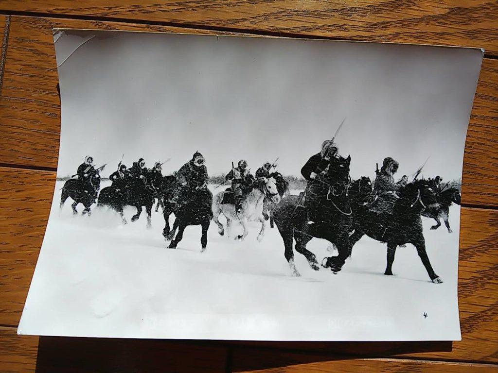 雪上の騎馬戦古写真