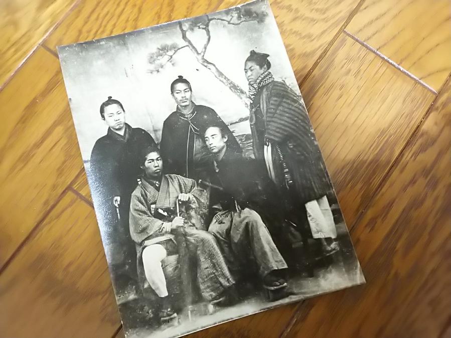 戊辰戦争出兵時か? 薩摩藩士と思われる幕末期の帯刀丁髷姿の肖像