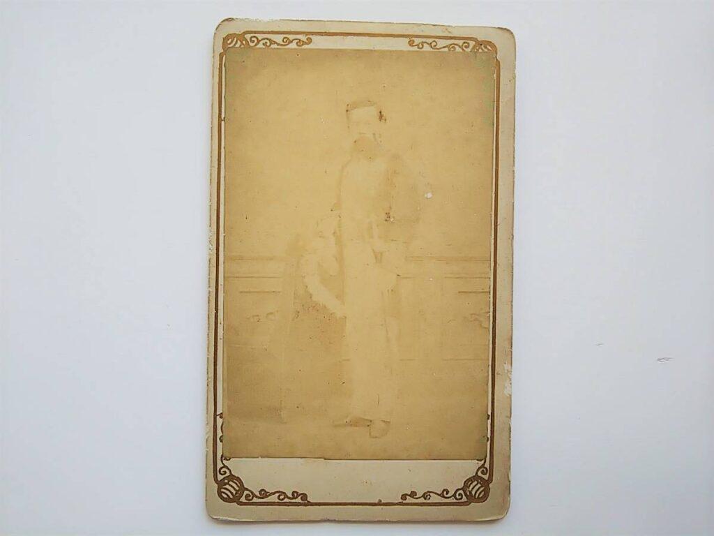 長州藩医・青木周藏(鶏卵紙、台紙貼り付け、手札サイズ)