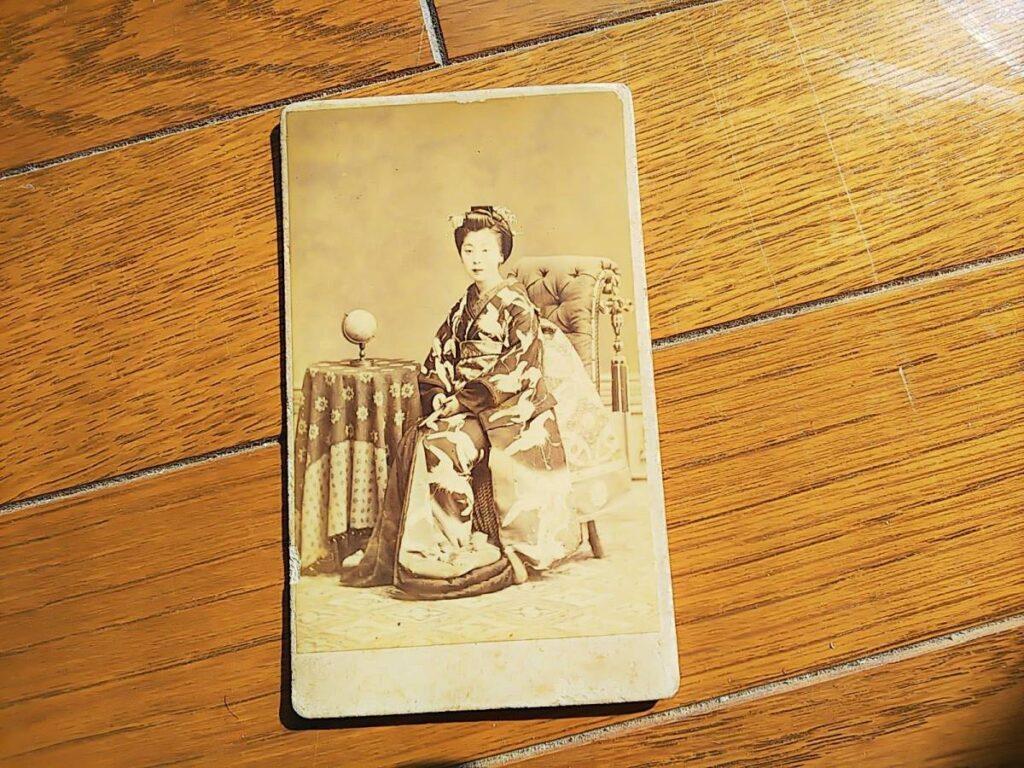 【古写真の調査後売却】美人の肖像(鶏卵紙、台紙貼付)