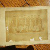 【古写真の調査後売却】藩主の集合古写真(鶏卵紙、台紙貼付)