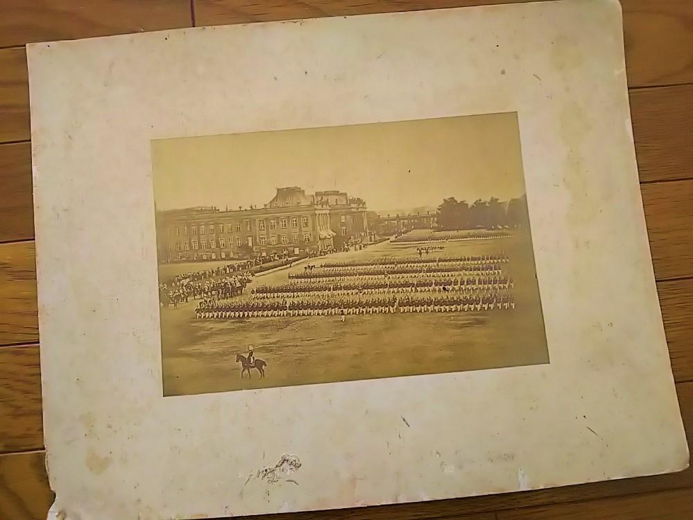 【古写真の調査後売却】大日本帝国陸軍・観兵式(鶏卵紙、台紙貼付)