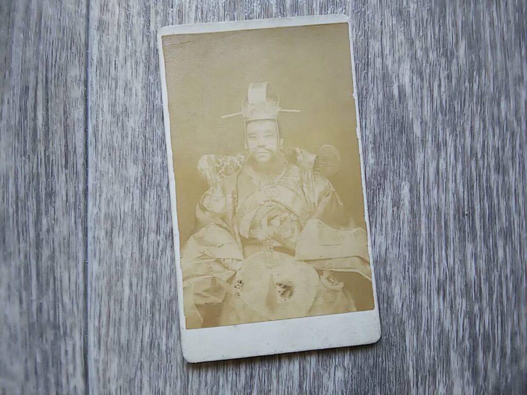 【古写真の調査後売却】閻魔大王?正体不明の明治古写真(鶏卵紙、台紙貼付)