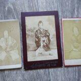 【古写真の調査後売却】歌舞伎役者と思われる人物肖像(写真師・野々垣鹿太郎、鶏卵紙、台紙貼付)