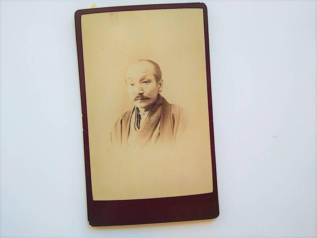 【古写真の調査後売却】米沢藩医・中條玄休の肖像(鶏卵紙、台紙貼付)