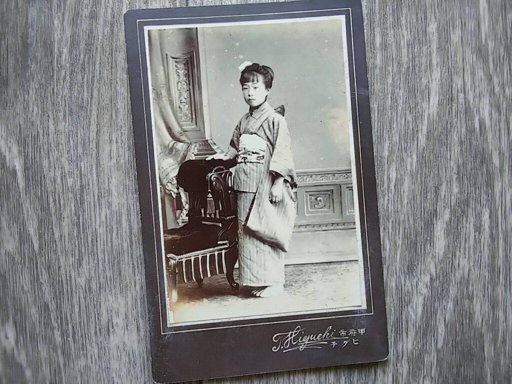 【古写真の調査後売却】美人少女の肖像(鶏卵紙、台紙貼付)
